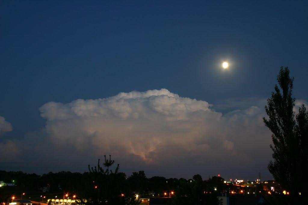 Evening thunderstorm, Папиллион