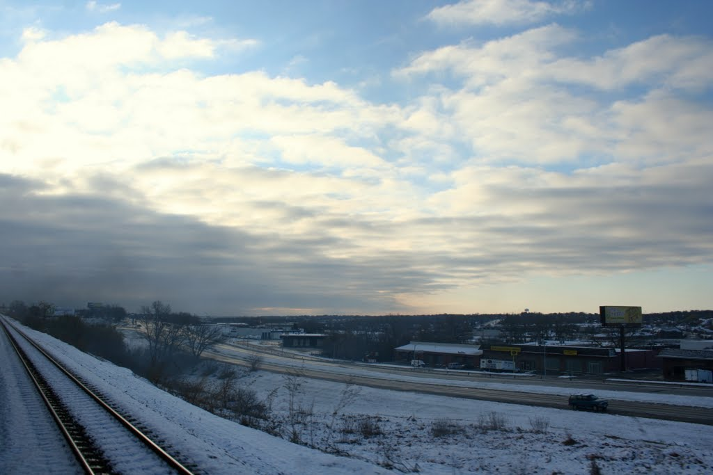 I-80 viewed from UNION PACIFIC Passenger Train in Omaha, Ралстон
