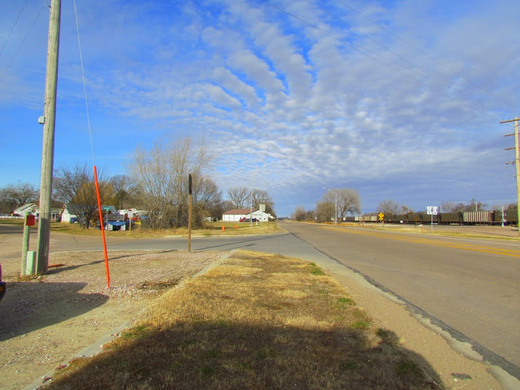 viewing north-westerly at S. E St. (Neb. State Hwy. 2) approaching its intersection with S. Baxter St., Anselmo, Nebraska, Спрагуэ