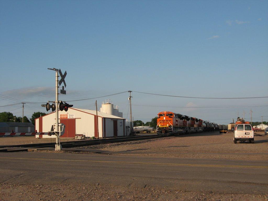 BNSF westbound at speed, Хастингс