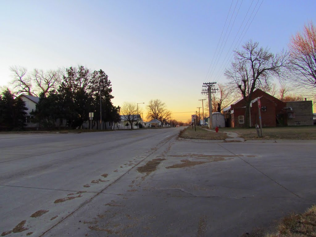 Sunrise in Ansley, Nebraska. Viewing southerly from the intersection of Division St. (Neb. State Hwys. 2 / 92) and the Ansley City Park entrance drive., Хастингс