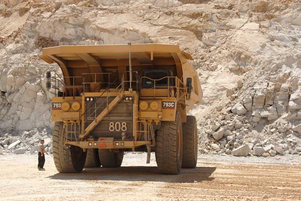 Big truck at the bottom of mine pit - 200704LJW, Вегас-Крик