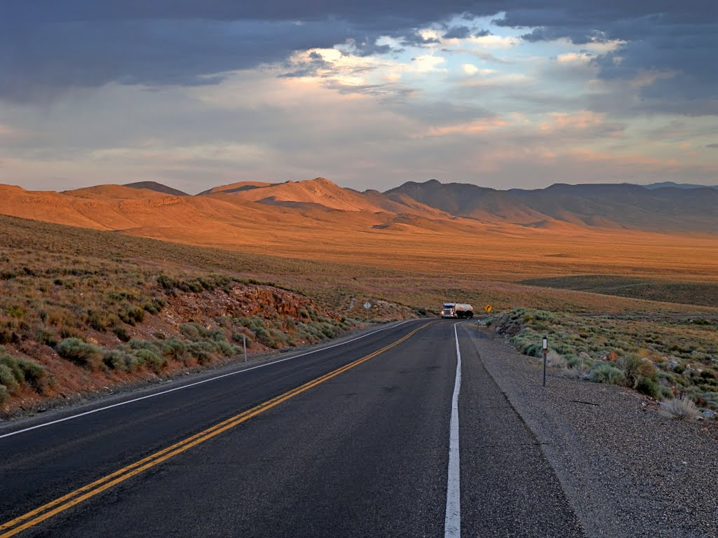 The grade to Hickison Summit, U.S. Route 50, Вегас-Крик
