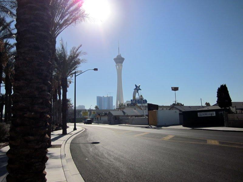 Las Vegas kule uzaktan Osman Ünlü, Ист-Лас-Вегас
