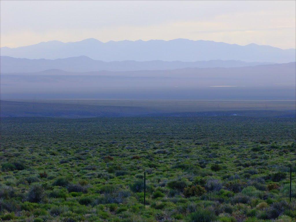Big Smoky Valley and Southern Toiyabe Range at dusk, Калинт