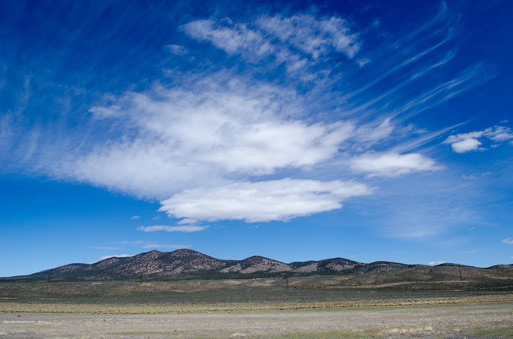 Wide angle view of central Nevada skies. Whistler Mountain, Ловелок