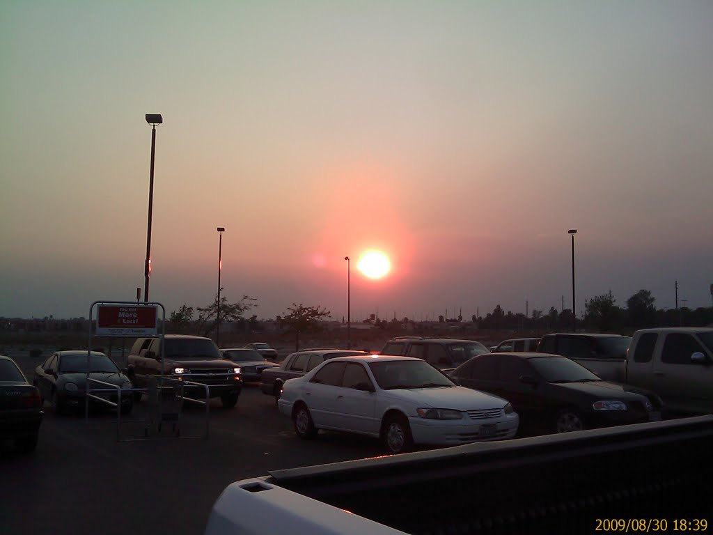 Sunset with SoCal wildfire smoke in North Las Vegas, Норт-Лас-Вегас