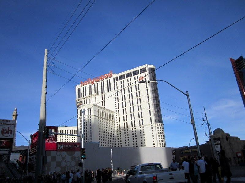 Hollywood Las Vegasta Osman Ünlü, Парадайс