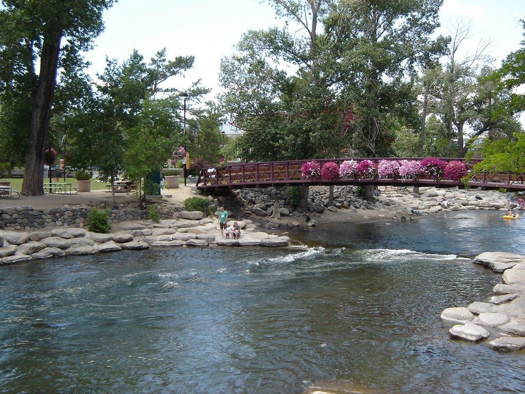 Lovely Bridge at Trukee River Reno NV, Рино