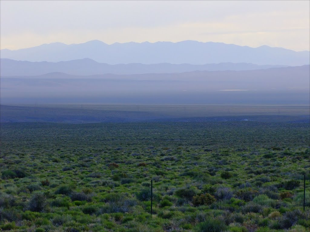 Big Smoky Valley and Southern Toiyabe Range at dusk, Хавторн