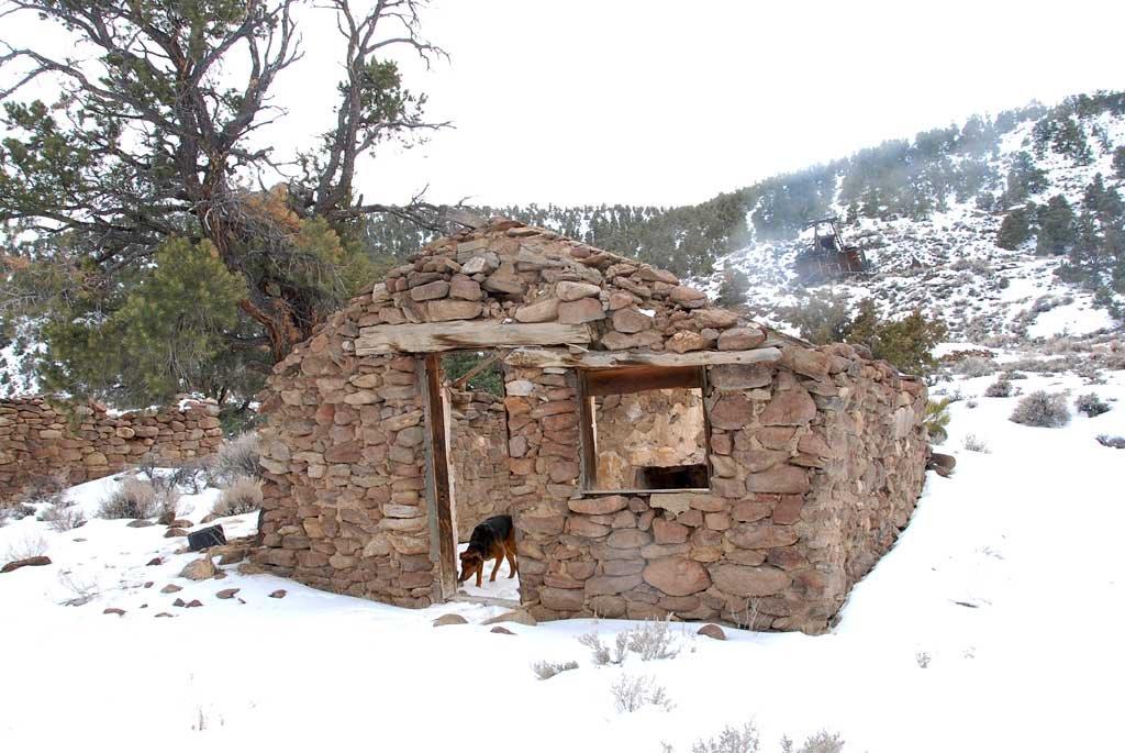 Jefferson stone building - 200801LJW, Эврика