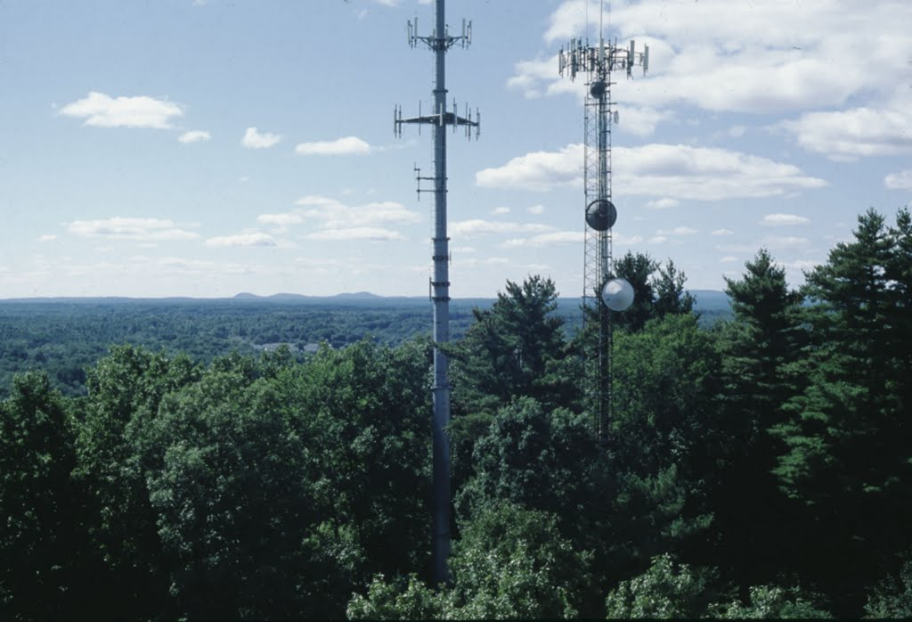 A2. Looking WSW at the Pawtuckaway Mtns 18 miles away (L-R 885, 845 & 995 high), Довер