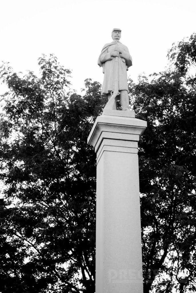 Statue at Mona Parking, Кирни