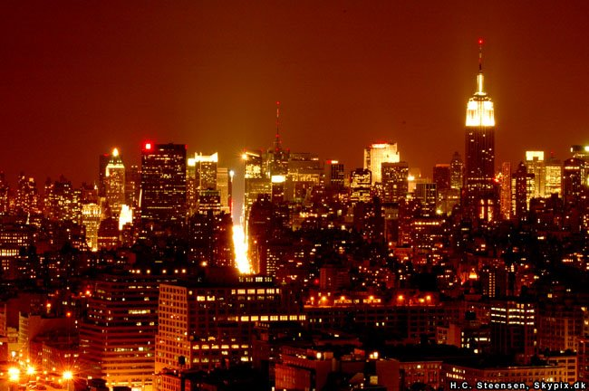 Looking up Manhattan from the west side, by night, Ист-Сиракус