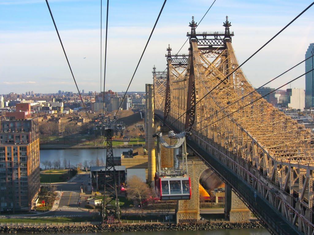 Roosevelt Island Tram & Queens Boro Bridge, Квинс