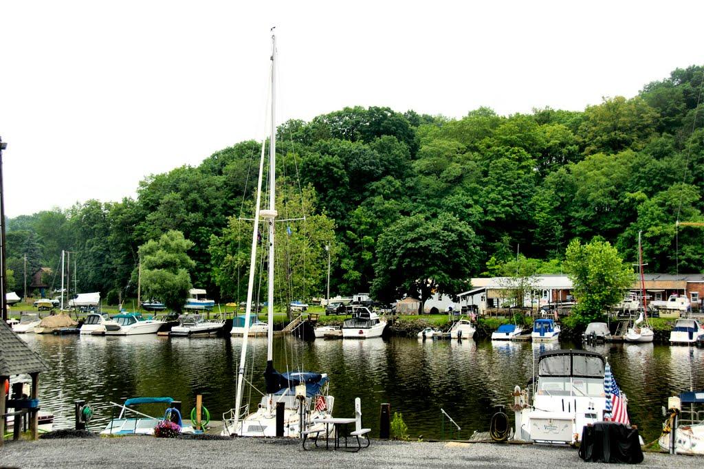 Rainy Day Ride Along The Rondout Creek: Kingston Power Boat Marina, Кингстон