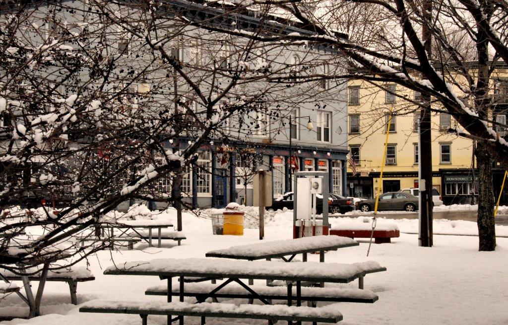 By the Pier: The Strand, Kingston, NY, Кингстон