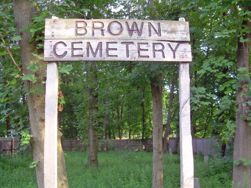 Brown Cemetery, Коммак