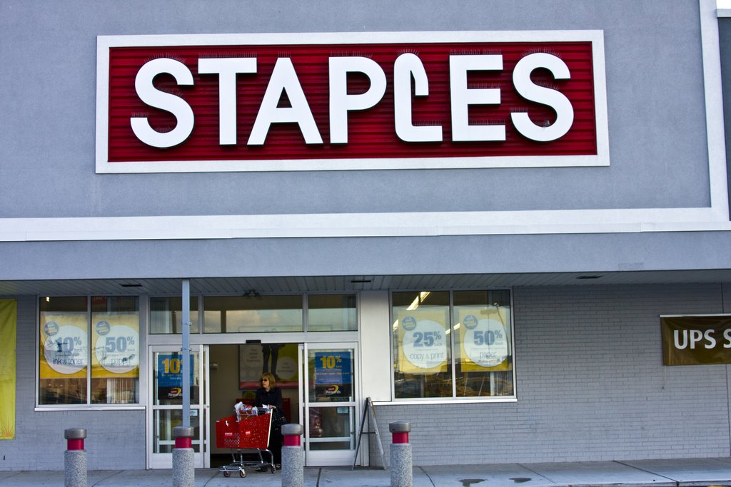 Staples at the Bay Harbour Mall, Лауренс