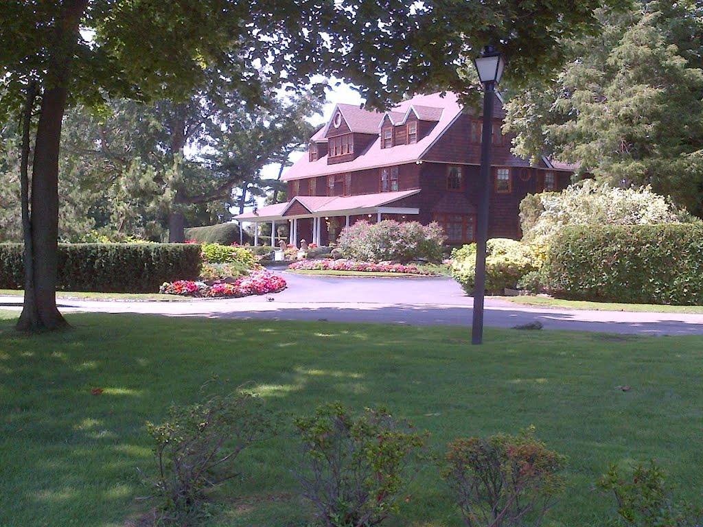 Great House, Лауренс