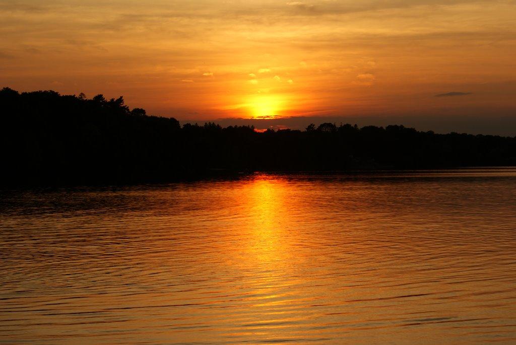 Sunset at Lake Ronkonkoma, Лейк-Ронконкома