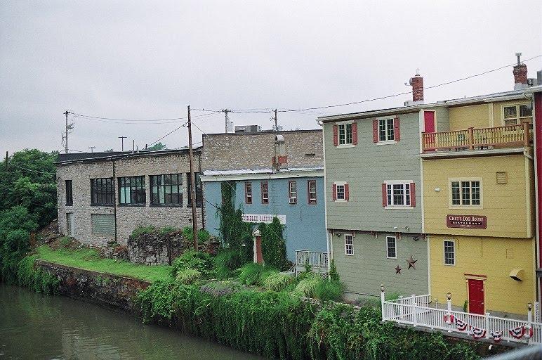 Along the Canal, Локпорт