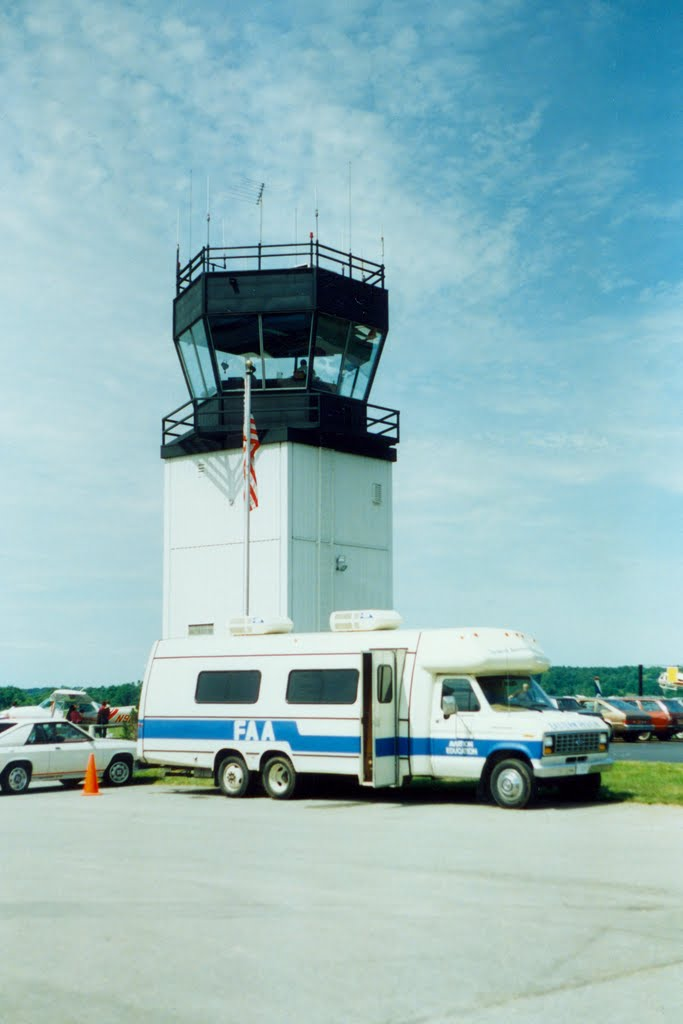FAA Aviation Education Van and Airport Control Tower at at Dutchess County Airport, Poughkeepsie, NY, Майерс-Корнер
