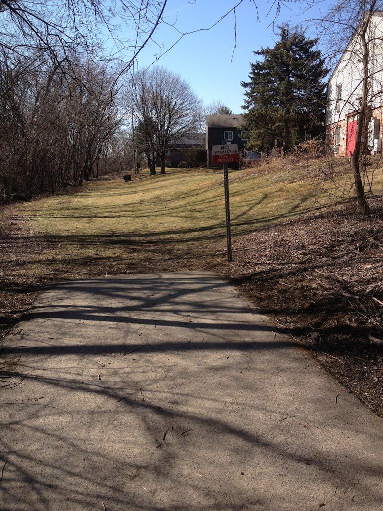 End of bike path, Менандс