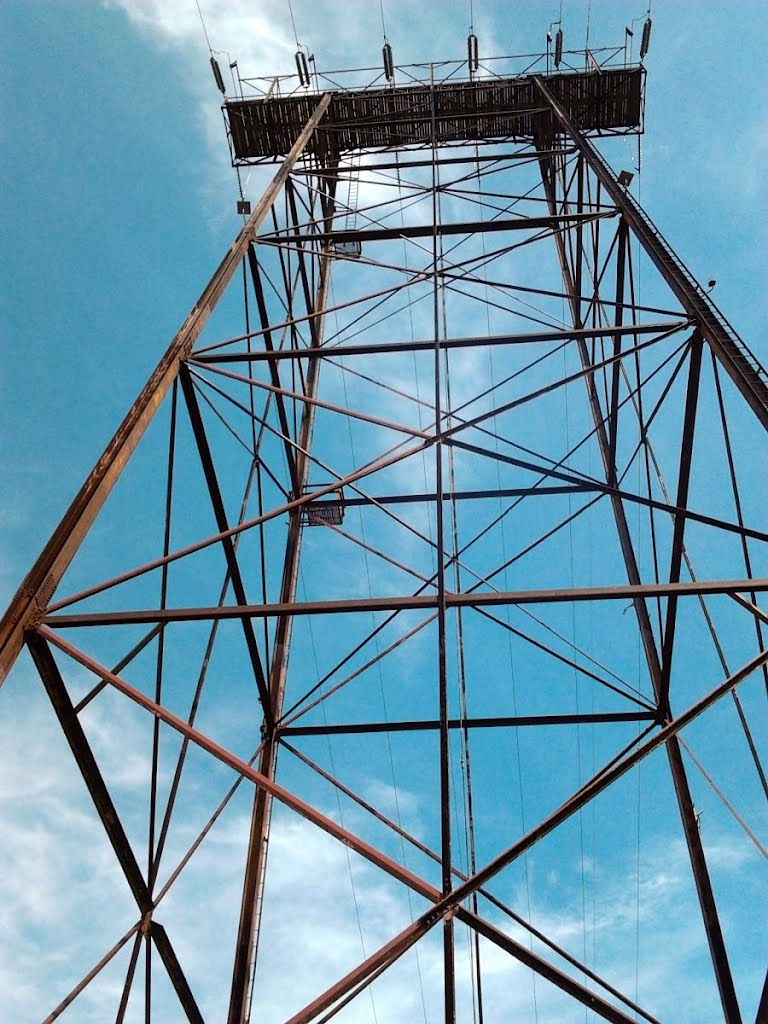 The power line tower at MonkeyView view, Менандс