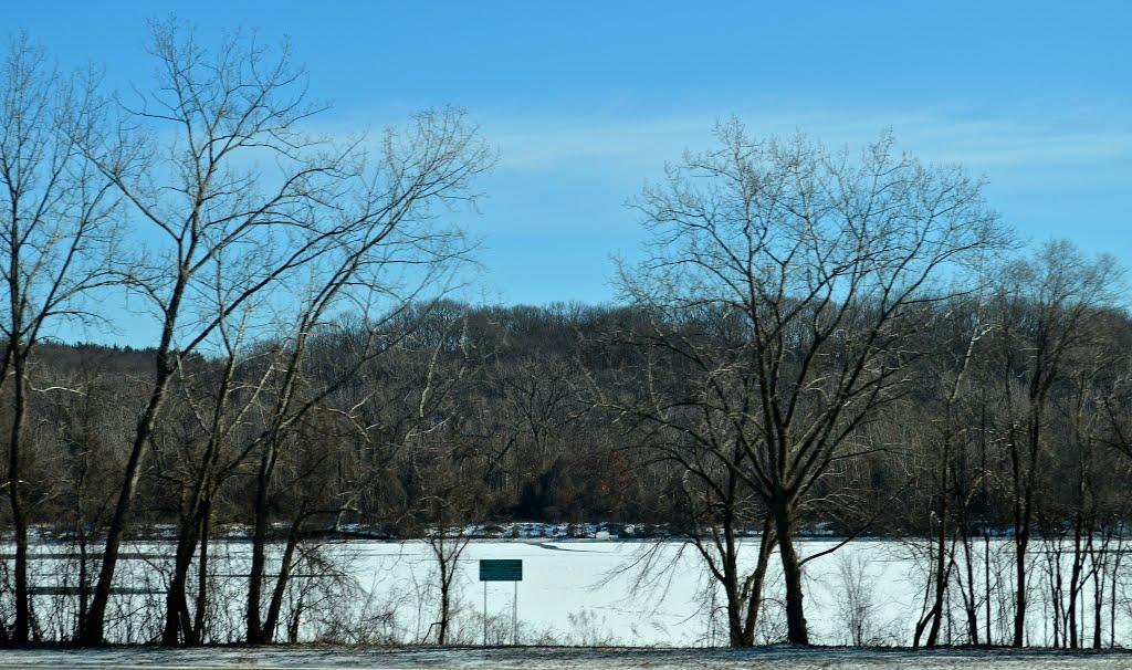Hudson River, Менандс