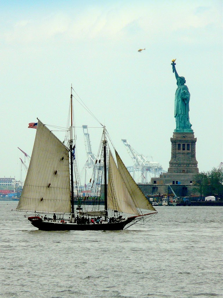 USA, sur Liberty Island, la Statue de la Liberté de 46m fût achevée le 28 Octobre 1886, Миддл-Хоуп