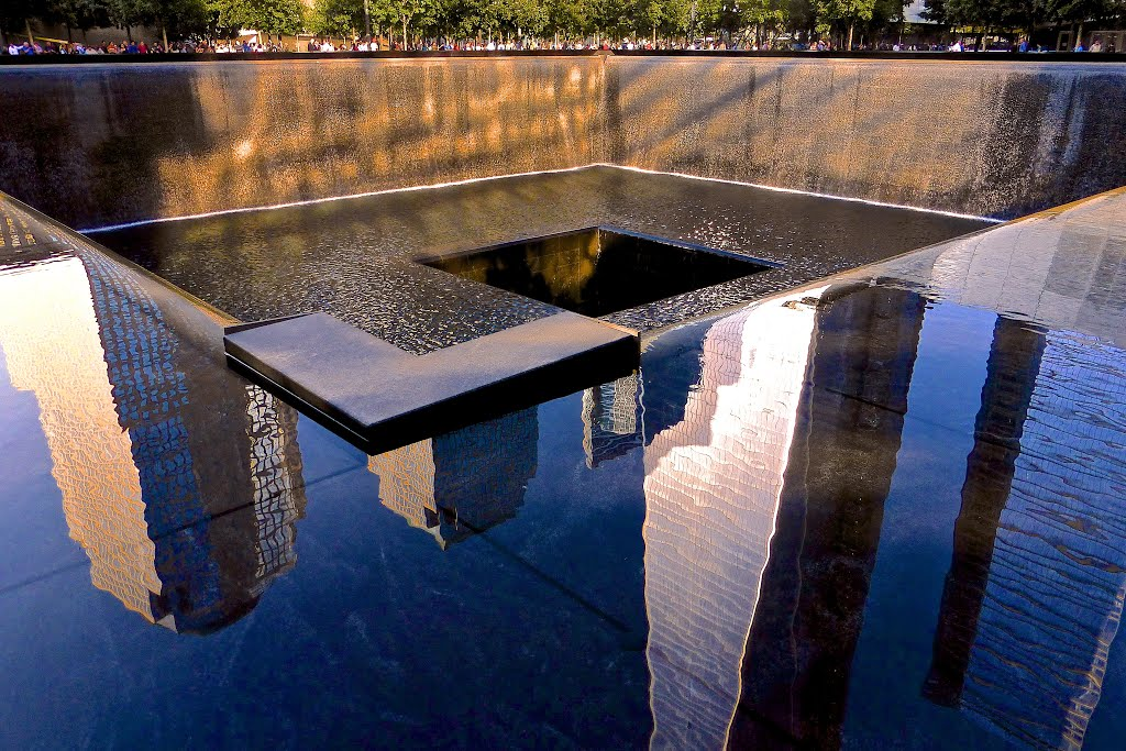 Reflection at the 9/11 Memorial, Миддл-Хоуп