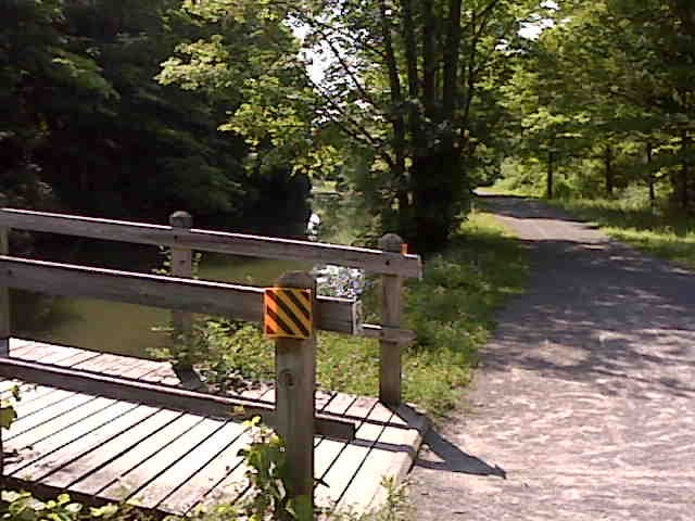 Bridge to Green Lakes State Park, Olde Erie Canal State Park, Manlius, NY, Миноа