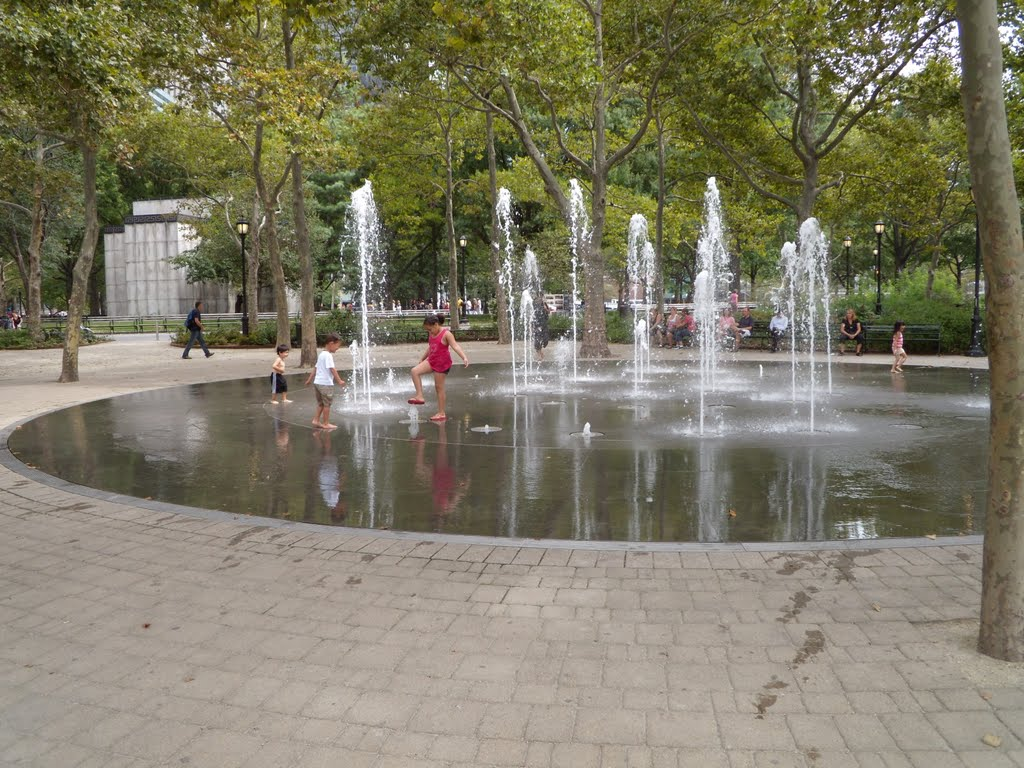 An unconventional vision of New-York -- Children at the fountain, Нануэт