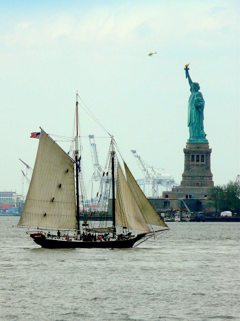 USA, sur Liberty Island, la Statue de la Liberté de 46m fût achevée le 28 Octobre 1886, Нискаюна