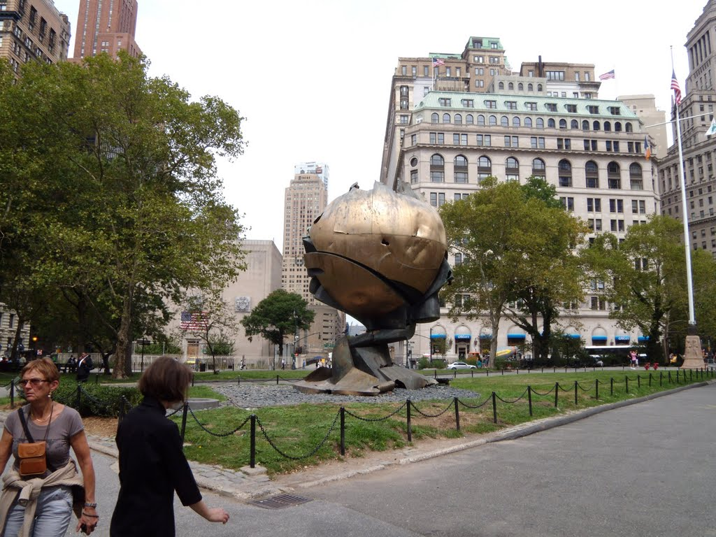 New York - Battery Park - The Sphere of the World Trade Center by Fritz Koenig, Норт-Вэлли-Стрим