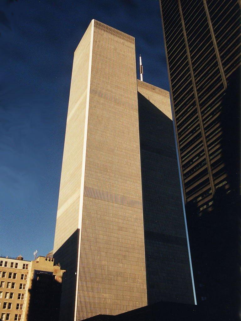 USA, vue de près les Tours Jumelles (World trade Center) à Manhattan en 2000, avant leurs chute, Норт-Сиракус