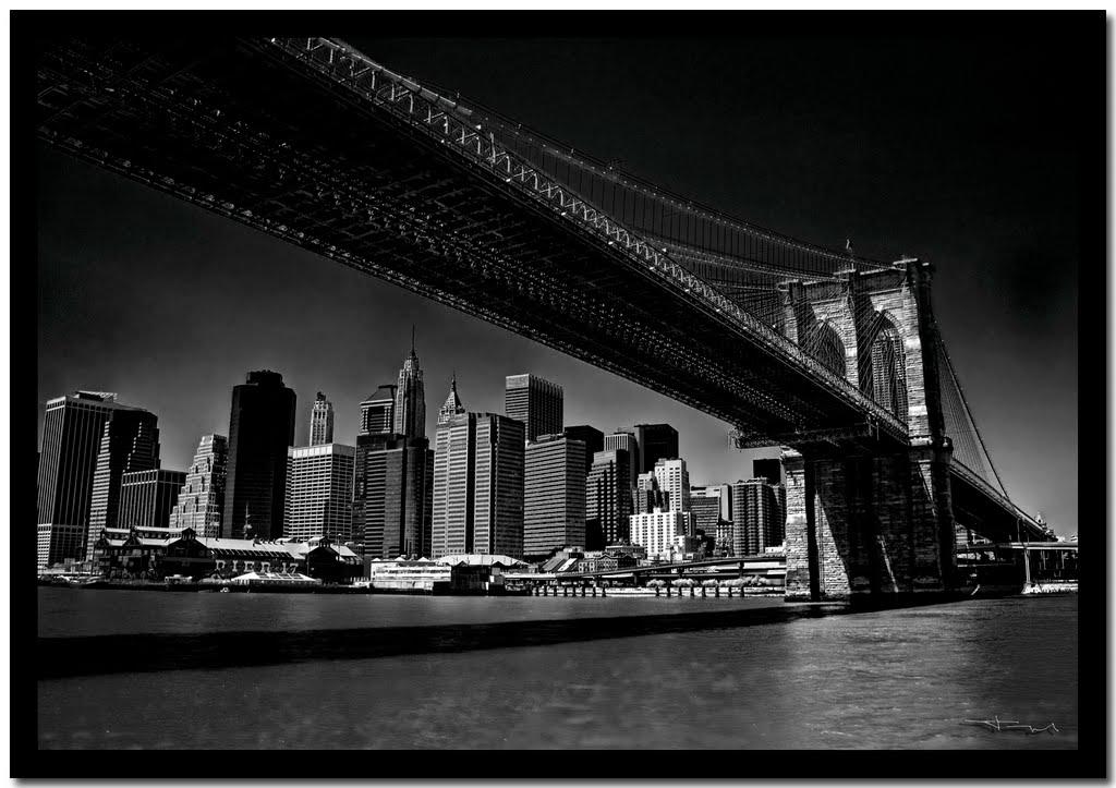 Black Brooklyn Bridge, Нью-Йорк
