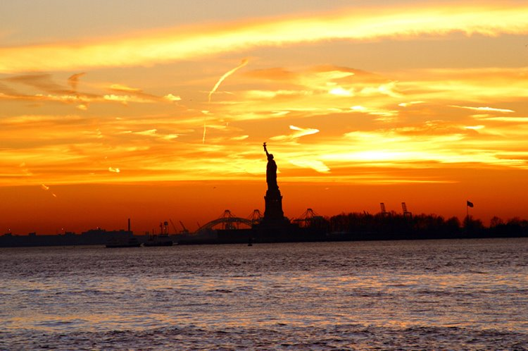 Lady Liberty viewed from Battery Park, New York City: December 28, 2003, Нью-Йорк