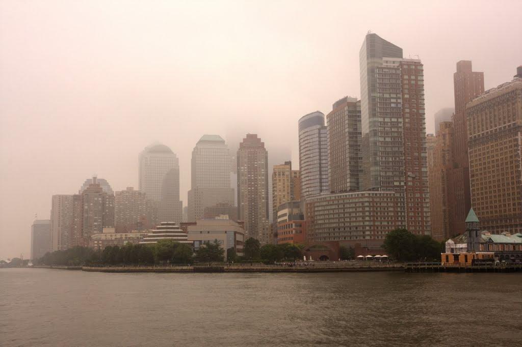 Foggy morning in Manhattan, Ред-Оакс-Милл