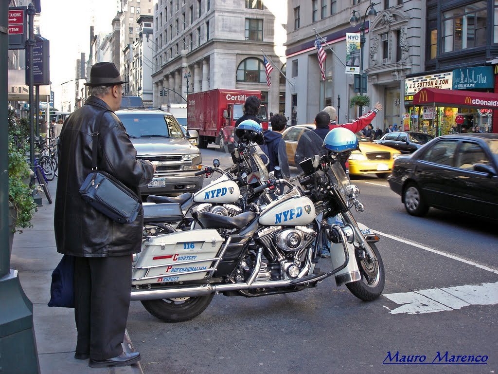 New York, ... una bella motocicletta..., Хауппауг