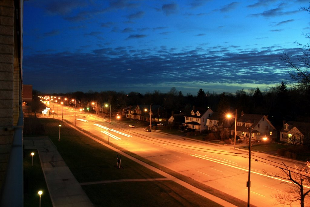 Night view of South Taylor Road, Кливленд-Хейгтс