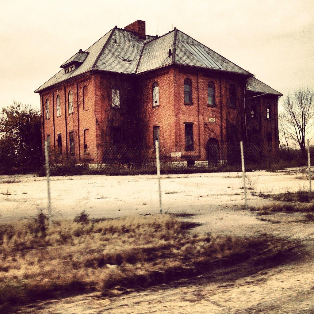 Mansion, Милфорд