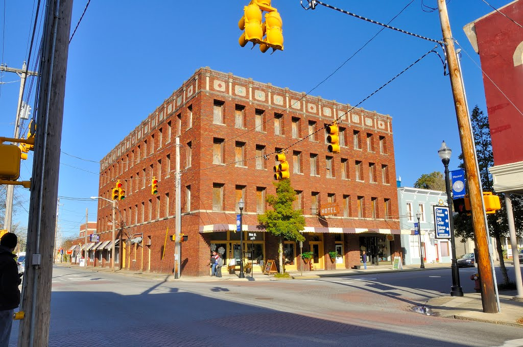 NORTH CAROLINA: ELIZABETH CITY: old New Southern Hotel, 102 East Main Street, Элизабет-Сити