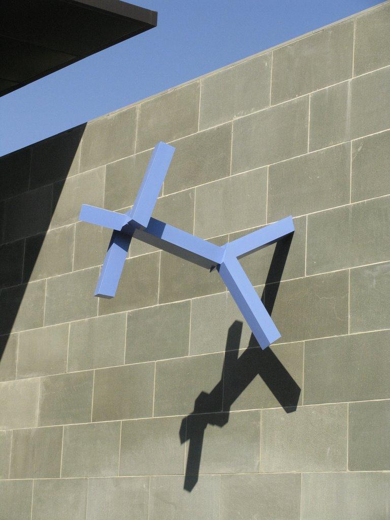 Blue Man Sculpture, Кирби
