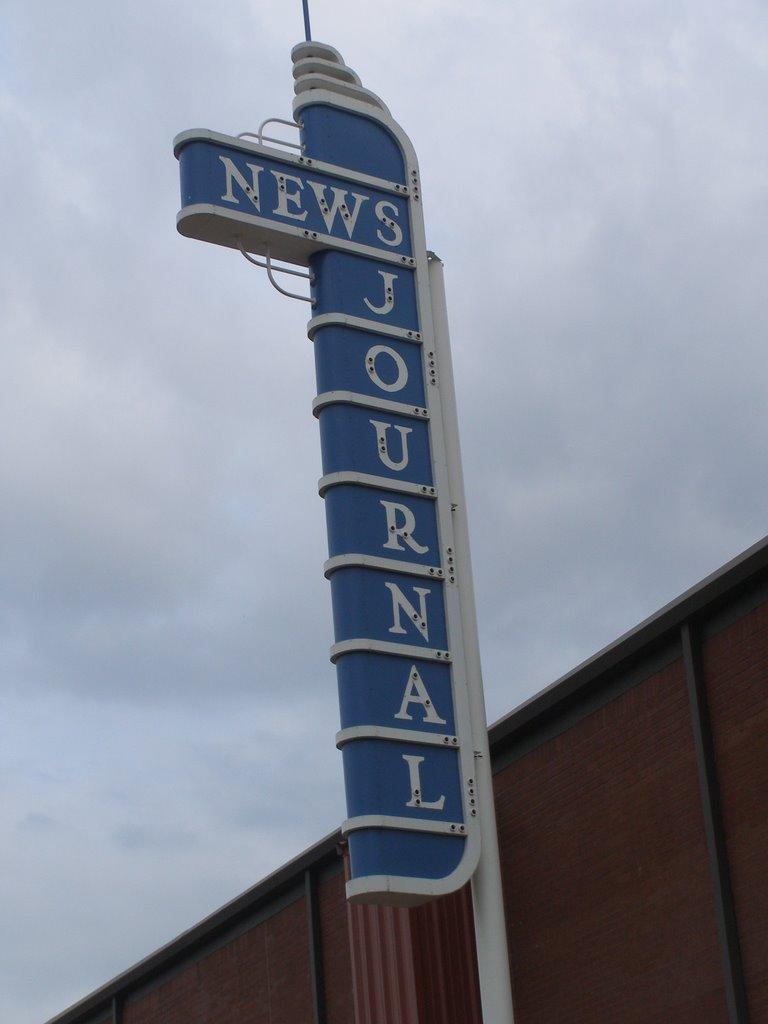 Longview News-Journal Sign behind building, Лонгвью