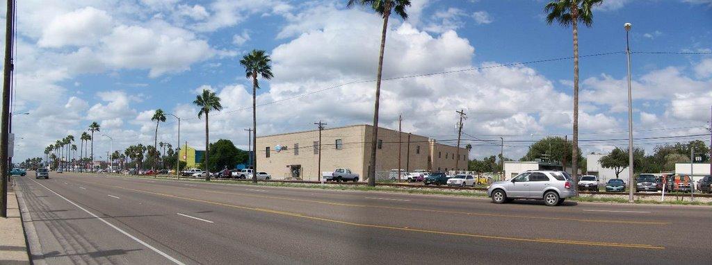 McAllen TX: Business 83 at 7th St -- View west, Мак-Аллен