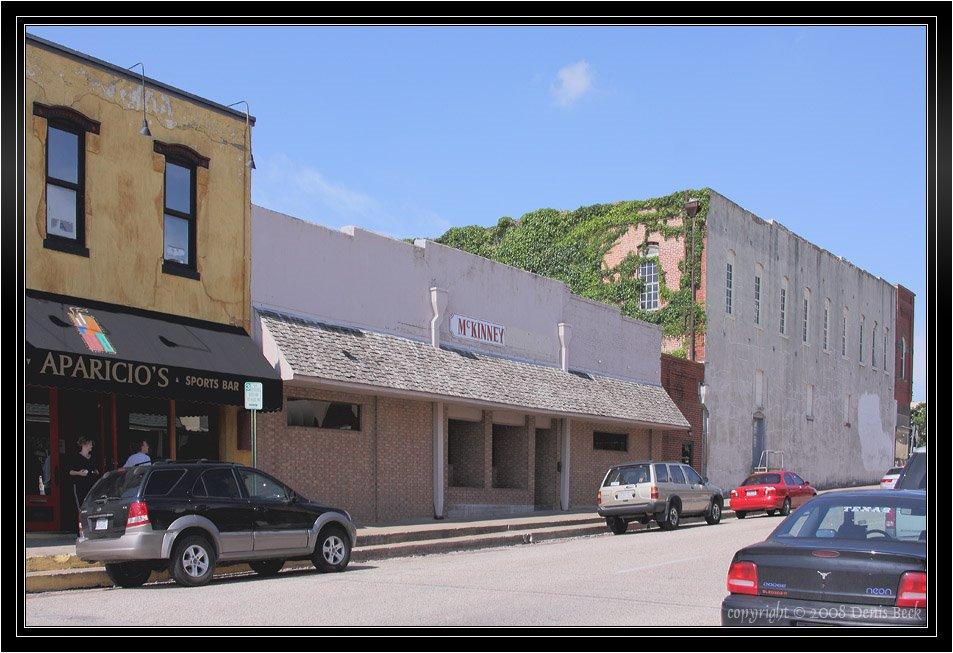 Downtown Old McKinney, TX near Aparicios Sports Bar, Мак-Кинни