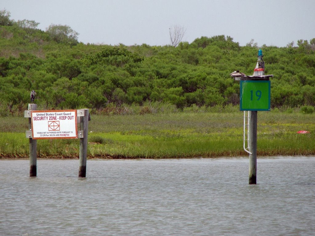 Texas Channel Light 19 and Texas City Security Zone Marker 1, Манор