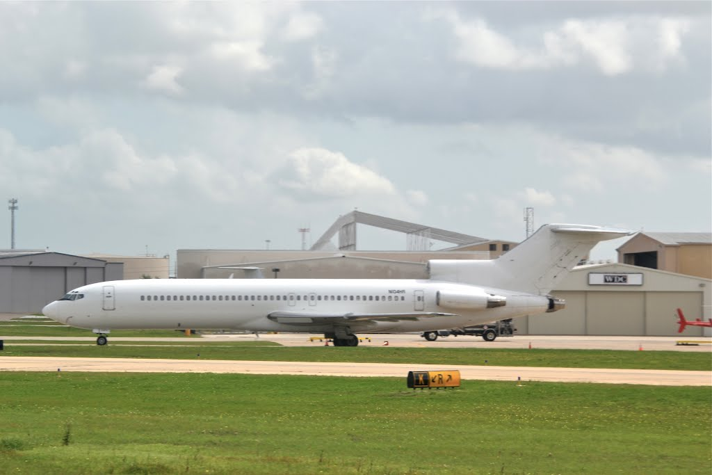Old Boeing 727 at Houston-Hobby, Пасадена